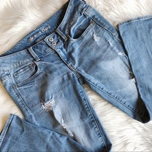 American Eagle Size 6 Artist Distressed (#11)